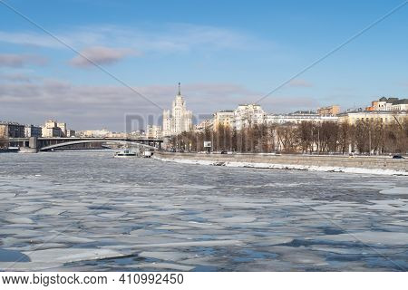 Ice Drift On The Moskva River, View Of The Bolshoi Krasnokholmsky Bridge And Krasnokholmskaya Embank