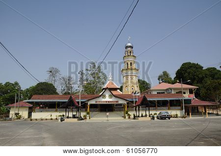 MALACCA, MALAYSIA - MARCH, 2014: The Al Abrar mosque was built in 1905 on a land given by a Chinese trader named Kee Leng. It's former name is Semabok Mosque before it was renamed Al Abrar in 2000 by the then Mufti of Melaka poster