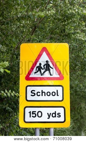 School crossing warning wign