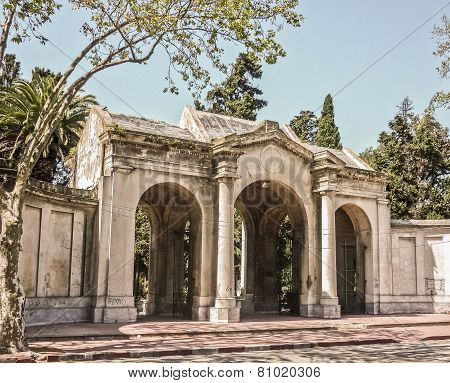 Montevideo Cemetery Frontage