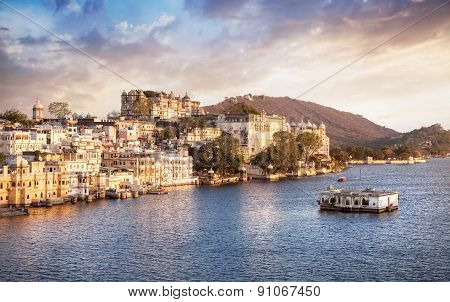 Lake Pichola And City Palace In India