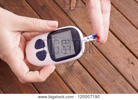 Testing The Blood Glucose Level
