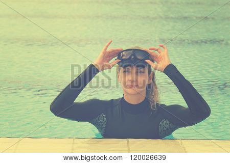 Woman with diving mask on the pool.
