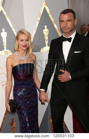LOS ANGELES - FEB 28:  Naomi Watts, Liev Schreiber at the 88th Annual Academy Awards - Arrivals at the Dolby Theater on February 28, 2016 in Los Angeles, CA