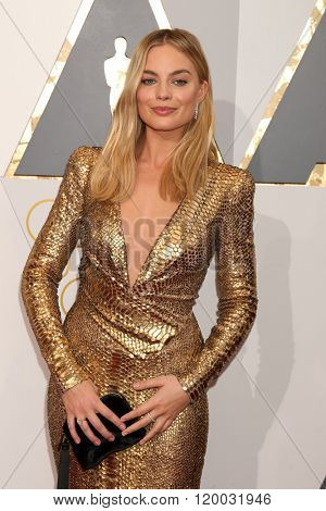 LOS ANGELES - FEB 28:  Margot Robbie at the 88th Annual Academy Awards - Arrivals at the Dolby Theater on February 28, 2016 in Los Angeles, CA