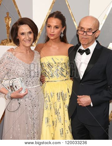 LOS ANGELES - FEB 28:  Alicia Vikander, parents at the 88th Annual Academy Awards - Arrivals at the Dolby Theater on February 28, 2016 in Los Angeles, CA