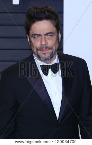 BEVERLY HILLS - FEB 28: Benicio del Toro at the 2016 Vanity Fair Oscar Party on February 28, 2016 in Beverly Hills, California