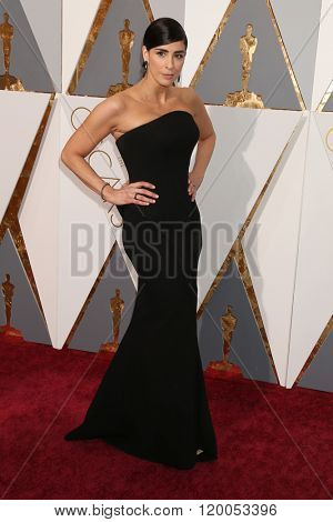 LOS ANGELES - FEB 28:  Sarah Silverman at the 88th Annual Academy Awards - Arrivals at the Dolby Theater on February 28, 2016 in Los Angeles, CA