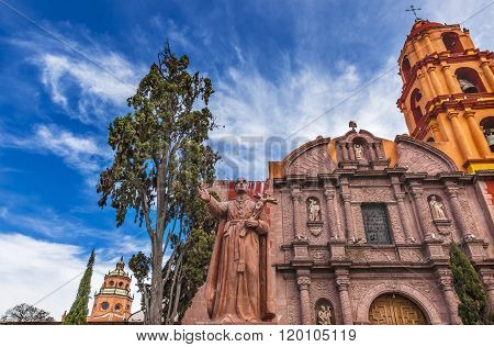 Espinosa Statue Templo Del Oratorio De San Felipe Neri Church Facade San Miguel de Allende Mexico. Espinosa built church in 1712 named for San Felipe Neri from Florence who founded Oratorio Catholic Order