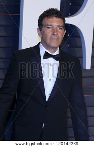 LOS ANGELES - FEB 28:  Antonio Banderas at the 2016 Vanity Fair Oscar Party at the Wallis Annenberg Center for the Performing Arts on February 28, 2016 in Beverly Hills, CA
