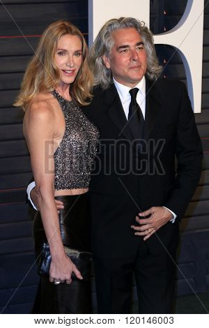 LOS ANGELES - FEB 28:  Kelly Lynch, Mitch Glazer at the 2016 Vanity Fair Oscar Party at the Wallis Annenberg Center for the Performing Arts on February 28, 2016 in Beverly Hills, CA