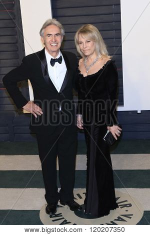 BEVERLY HILLS - FEB 28: David Steinberg, Robyn Todd at the 2016 Vanity Fair Oscar Party on February 28, 2016 in Beverly Hills, California