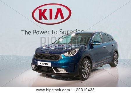 Kia Niro Hybrid Makes European Debut