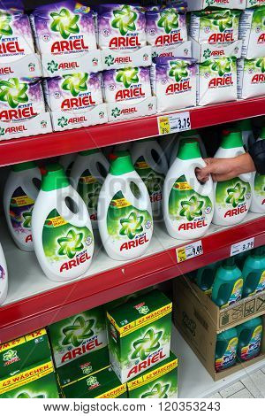 Ariel liquid and powder detergent