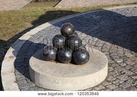 Imitation Bunch Of Cannonballs