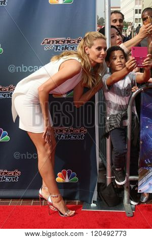 LOS ANGELES - MAR 3:  Heidi Klum, fams at the America's Got Talent Judges Photocall at the Pasadena Civic Auditorium on March 3, 2016 in Pasadena, CA