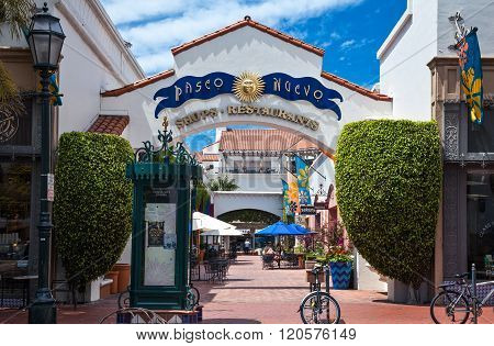 Santa Barbara, U.S.A. - June 1, 2011: People in the shopping area of the country center.