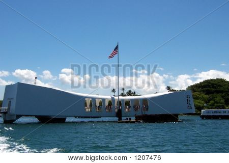 memorial of the sunken u.s.s arizona in pearl harbor (honolulu  hawaii)