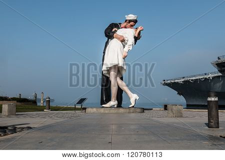 Unconditional Surrender Sculpture by Seward Johnson