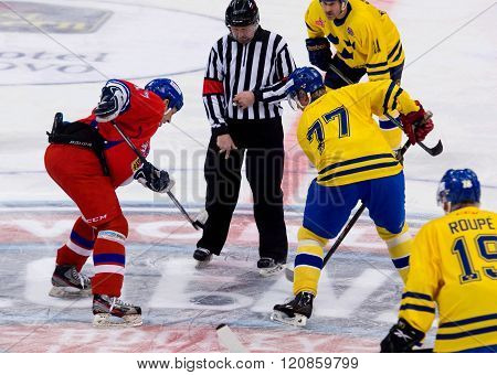 Tomas Kucharcik (17) And Jorgen Pettersson (77) On Face-off