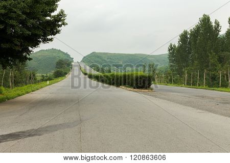 road from Pyongyang to Kaesong