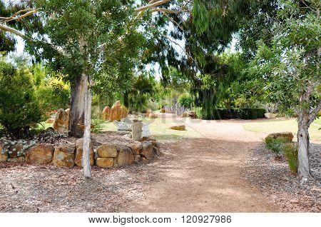 Amaze'n Margaret River: Garden Path