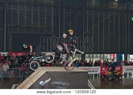 Stunts  riding a bikes during stunt show