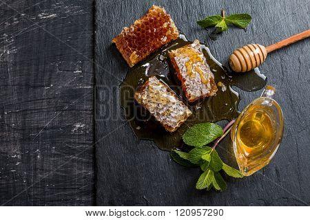 Honey, Honeycomb, Mint And Honey Dipper