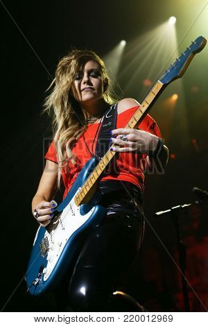 NEW YORK, NY - NOVEMBER 29: Musician Lindsay Ell performs at America Salutes You and Wall Street Rocks Presents Guitar Legends For Heroes at Terminal 5 on November 29, 2017 in New York City.
