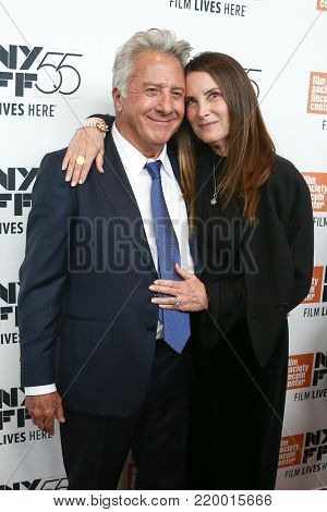 NEW YORK-OCT 1: Dustin Hoffman (L) and wife Lisa attend