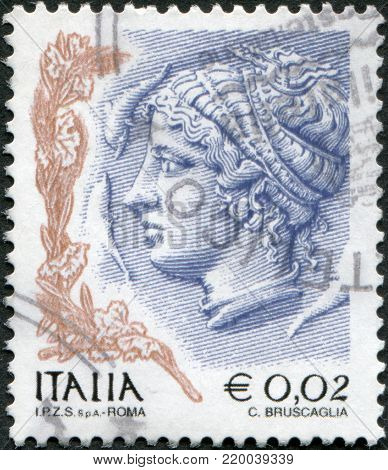 ITALY - CIRCA 2004: A stamp printed in Italy, is shown Profile of woman from Syracuse tetradrachm, circa 2004