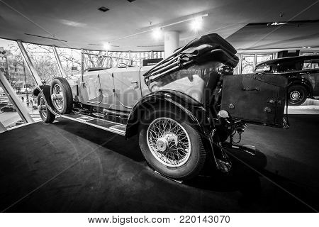 BERLIN - DECEMBER 21, 2017: Showroom. Luxury car Rolls-Royce Phantom I Open Tourer, 1926. Coachwork by Windovers of London. Black and white.