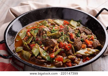 Chili con carne with green beans in a pan