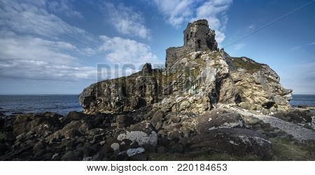 Kinbane Castle is situated in County Antrim, Northern Ireland, on a long, narrow limestone headland projecting into the sea, approximately 5 km from Ballycastle on the road to Ballintoy. The name Kinbane means White Head and refers to the white limestone