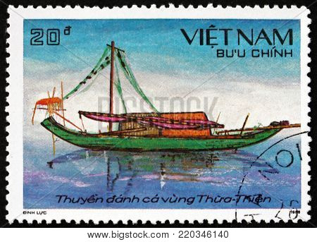 VIETNAM - CIRCA 1989: a stamp printed in Vietnam shows boat from Thua Thien, circa 1989