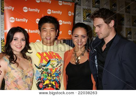 SAN DIEGO - JUL 22:  Grace Phipps, Ki Hong Lee, Alyssa Diaz, Grey Damon at the 2011 Comic-Con Convention - Day 2 at San Diego Convention Center on July 22, 2010 in San DIego, CA