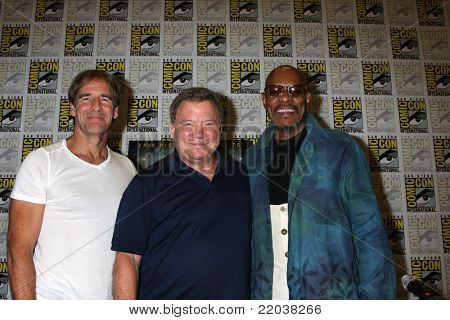 SAN DIEGO - JUL 22:  Scott Bakula, William Shatner, Avery Brooks at the 2011 Comic-Con Convention - Day 2 at San Diego Convention Center on July 22, 2010 in San DIego, CA