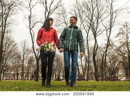Date of middle aged Loving couple in spring sity park