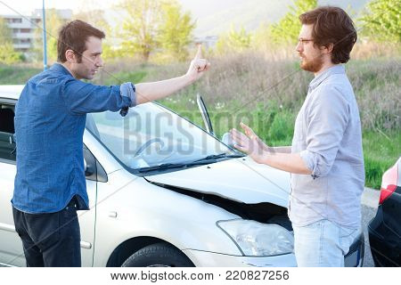 Two men trying to find an agreement after a car crash