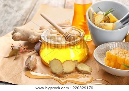 Composition with honey and garlic as natural cold remedies on table