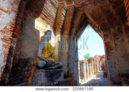 Beautiful Old Brick Wall , Ancient Monuments That Are Over 200 Years Old. Wat Nakhon Luang Tample, A