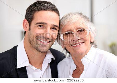 Erwachsenen Sohn und seine alternde Mutter
