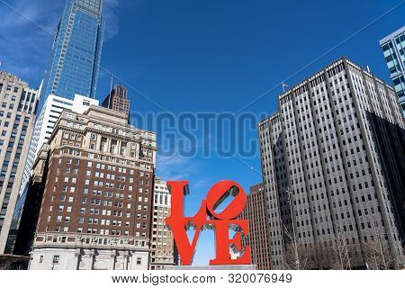 Philadelphia, Usa - Mar 2019 : Closeup Love Park Charactor Over The Modern Building In Philadelphia