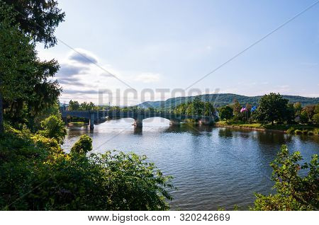 Warren, Pennsylvania, Usa 8/30/2019 The Hickory Street Bridge Spanning Over The Allegheny River On A