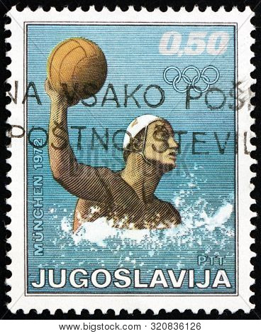 Yugoslavia - Circa 1972: A Stamp Printed In Yugoslavia Shows Water Polo, 20th Summer Olympic Games,