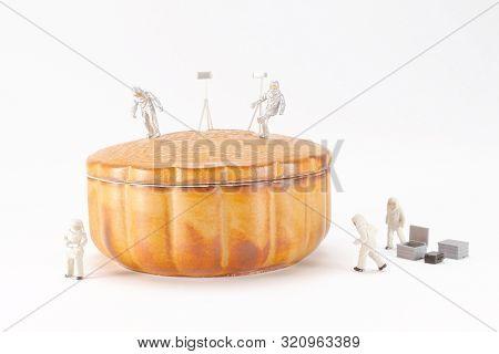 A Fun Of Figure Moon Walk At The Cake