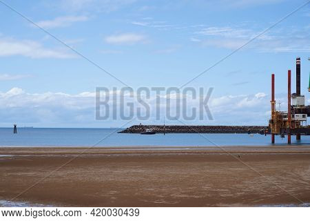 Mackay, Queensland, Australia - May 2021: Boat Arriving At Port With Pile Driving Platforms Near The