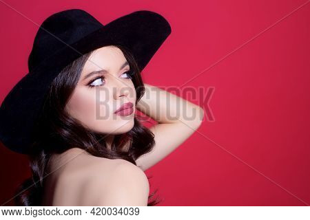 High Fashion Look. Glamour Sexy Woman With Red Lips And Black Hat. Elegant Vogue Style.