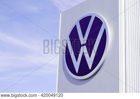 Bordeaux , Aquitaine France - 05 08 2021 : Volkswagen Dealership Sign Brand And New Modern Sign Logo