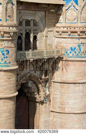 View Of Decorative Stone Balcony Above Entrance Gate At Gwalior Fort In Gwalior, Madhya Pradesh, Ind
